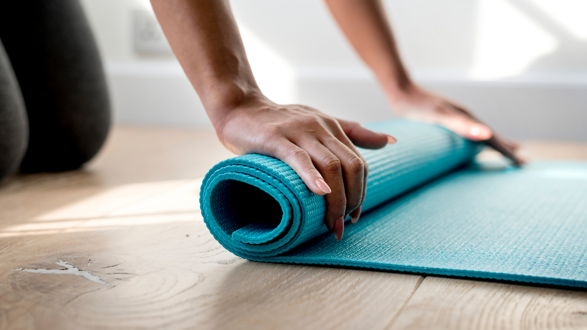 rolling-up-yoga-mat