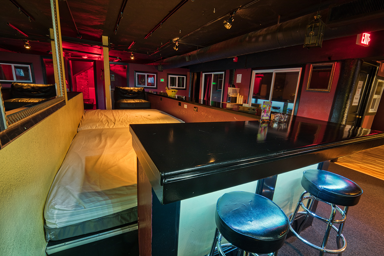 Orgy Bar | Group Sex Bed | Club Privata Portland Oregon