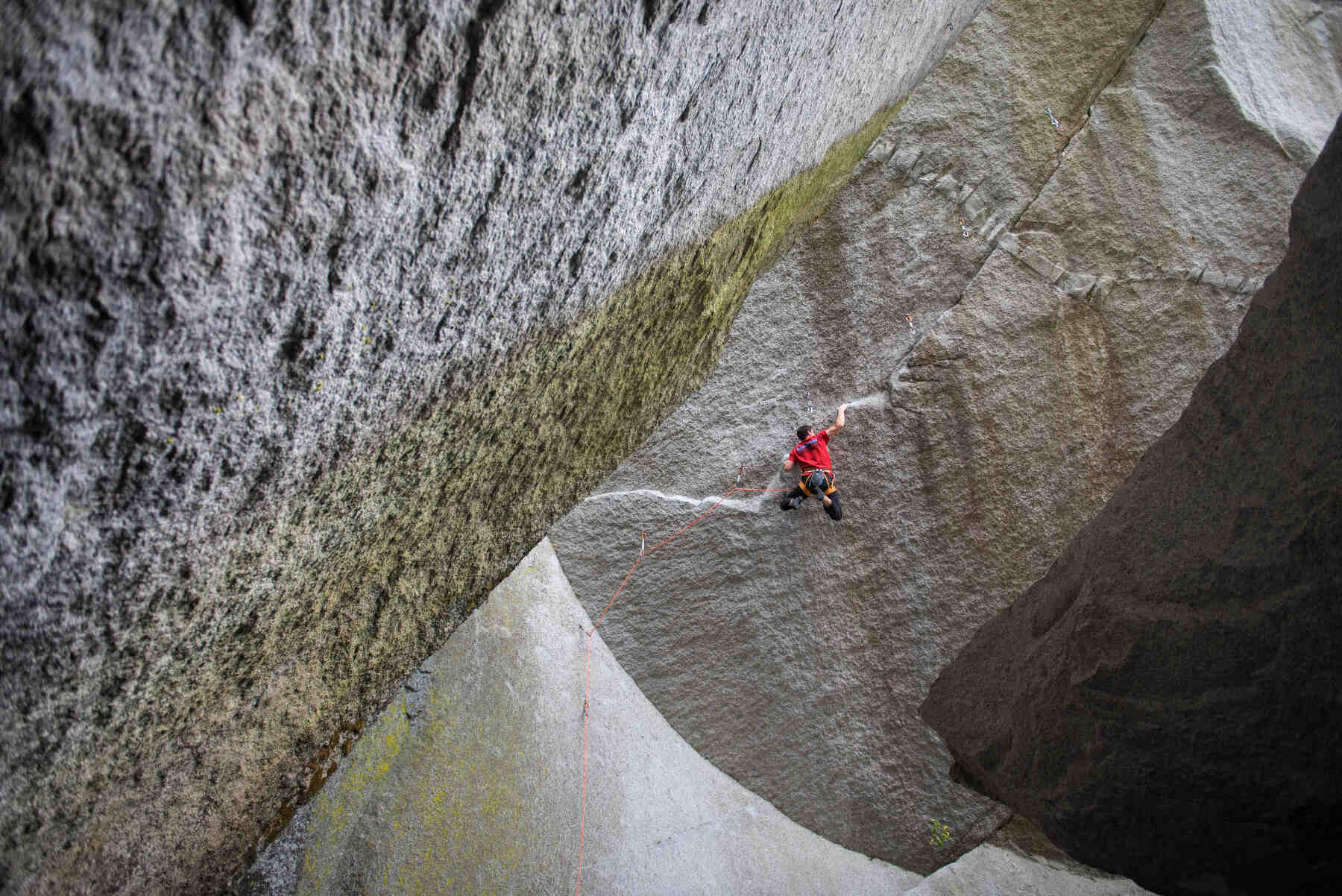 Jamie Finlayson, FrictionLabs rock climbing chalk pro athlete, climbing on Dreamcatcher 14d in Squamish BC on October 6, 2015