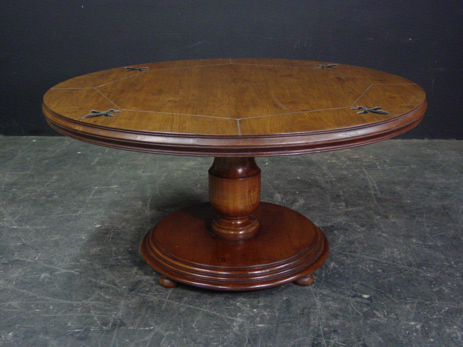 Round bulbous base pedestal table with fleur de lis detail