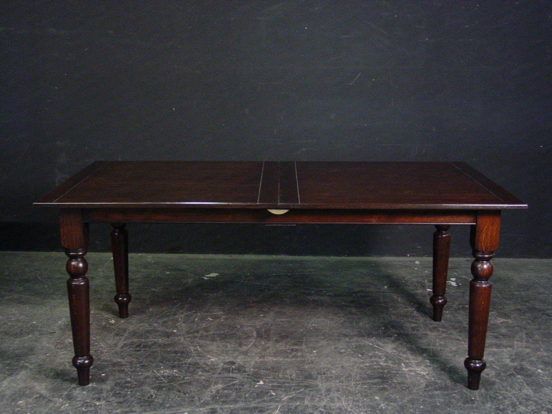 Turned leg farmhouse table that extends