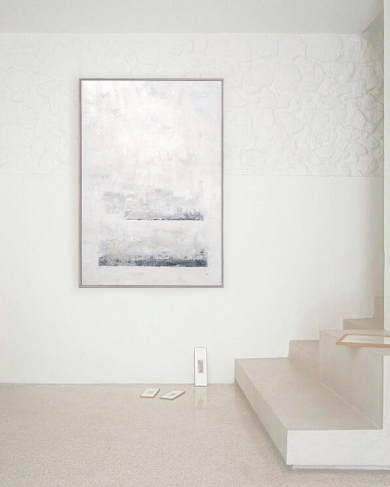 Obra Ananda colgada a la bajada de la escalera del salón
