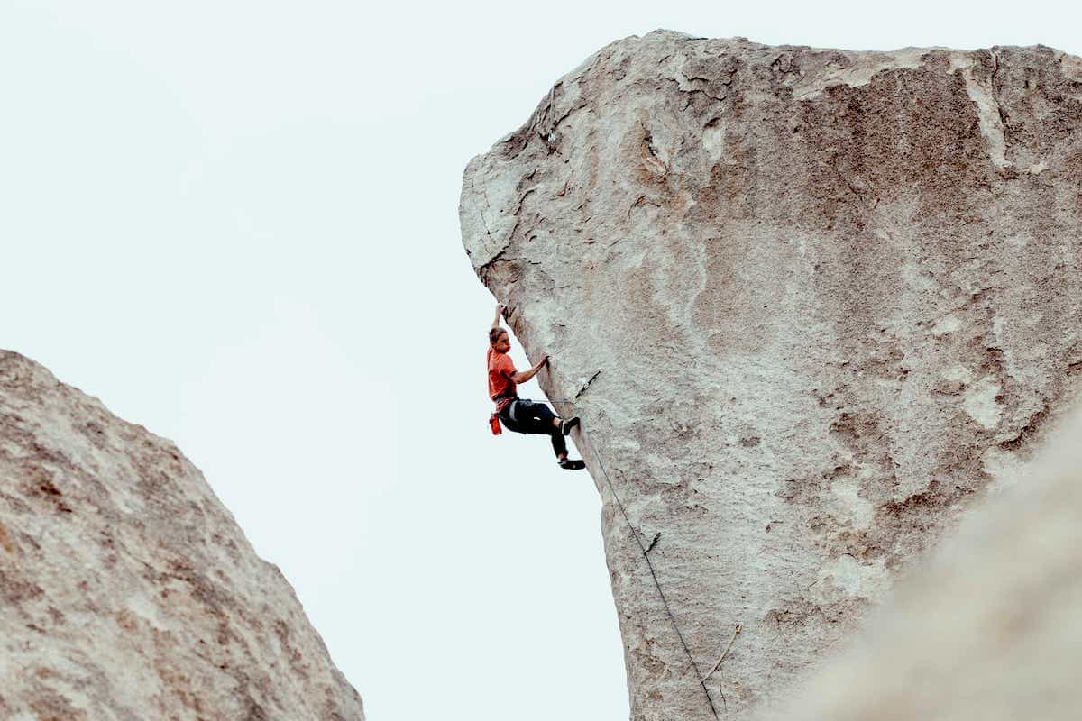 FrictionLabs Athlete Jeremy Schoenborn climbs The Cutting Edge, 513d in Johsua Tree, CA. Photo: Rob Schoenborn