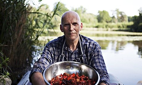 Crayfish Bob's tasty solution to Thames invasion