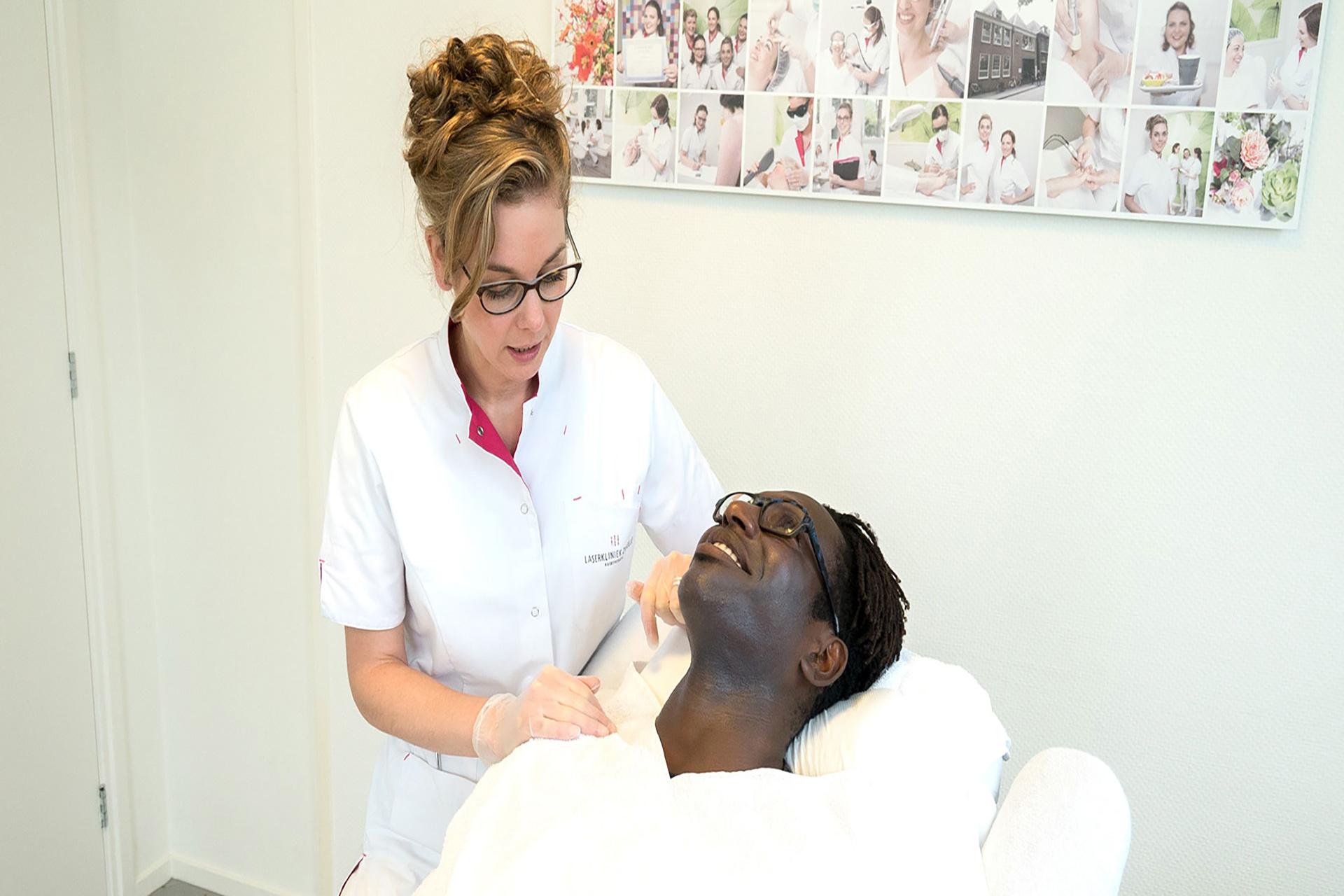 Op zoek naar een veilige laserbehandeling voor de donkere huid?