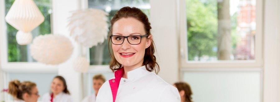 Huidtherapie in Hellendoorn. Het team van Laserkliniek Zwolle specialist in huidtherapie en lasertherapie staat voor u klaar
