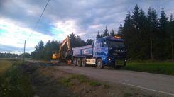 Lastebil med gul graver