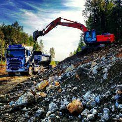 Lastebil og graver