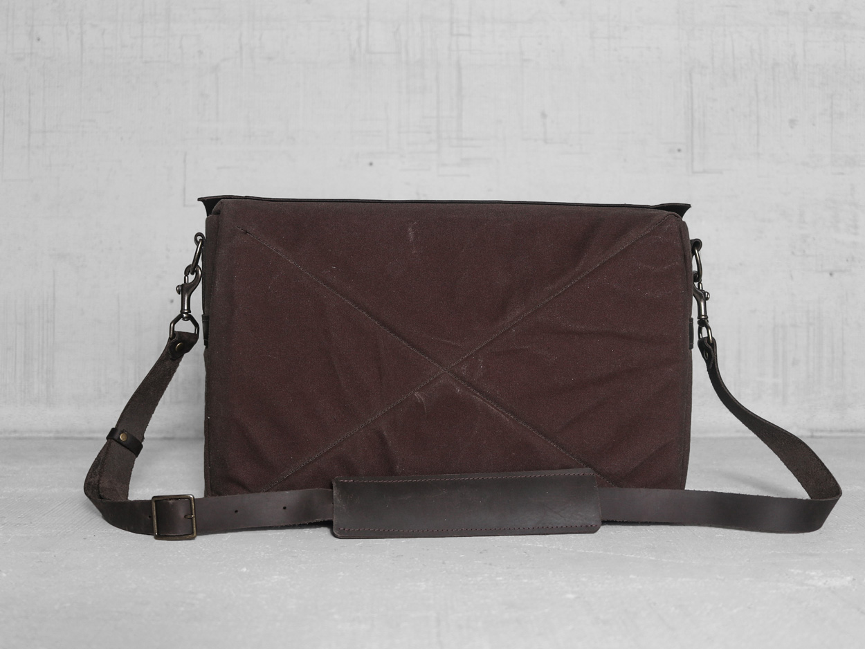 Uphill Designs - Appalachian select messenger bag - carob - back tilted