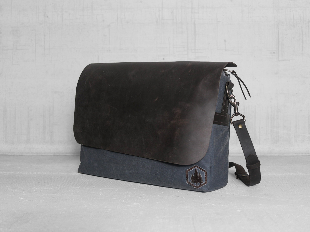 Uphill Designs - Appalachian select messenger bag - charcoal - front