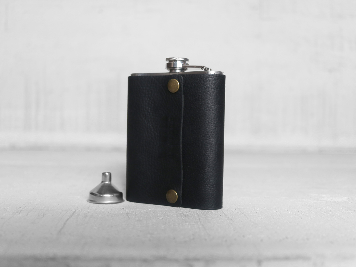 Uphill Designs - Bailey flask - onyx black - large front