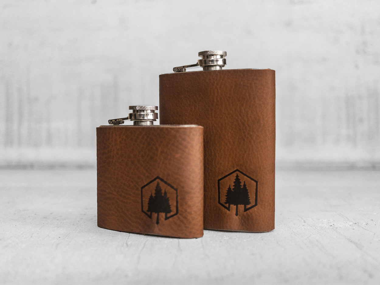 Uphill Designs - Bailey flask - English tan - large back