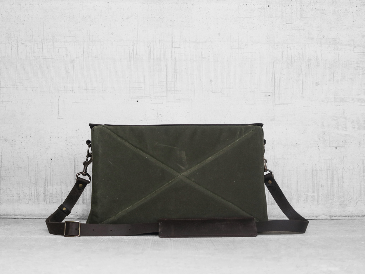 Uphill Designs - Appalachian waxed canvas messenger bag - olive green - zipper