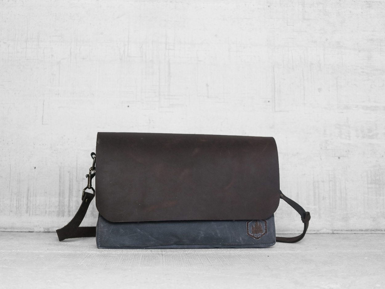 Uphill Designs - Appalachian select messenger bag - charcoal - front tilted