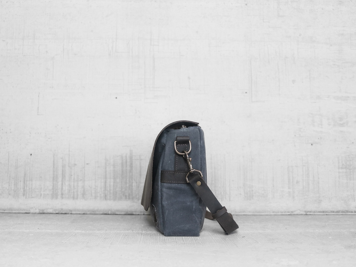 Uphill Designs - Appalachian select messenger bag - charcoal - side