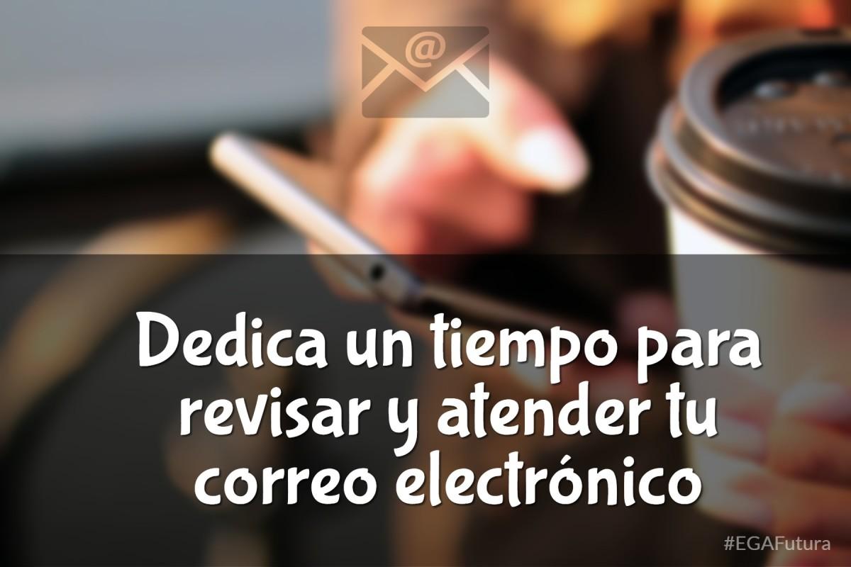Dedica un tiempo para revisar y atender tu correo electrónico