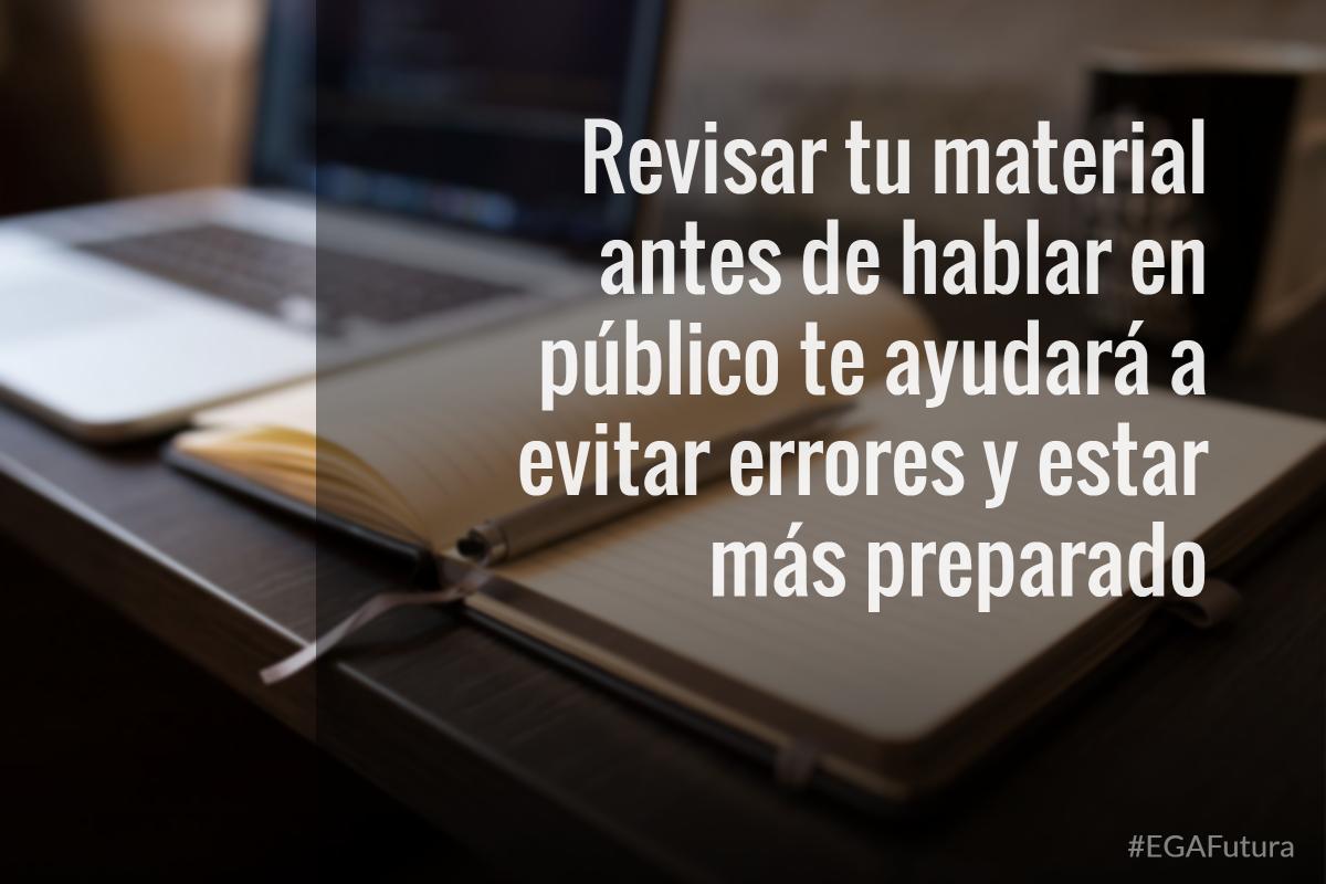 Revisar tu material antes de hablar en público te ayudará a evitar errores y tratar de estar más preparado