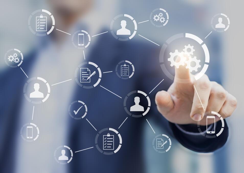 En la Plataforma EGA Futura, una Actividad se llama a la registración en el sistema de una tarea por hacer o to-do (un pendiente), de una tarea finalizada, de un llamado telefónico, de un correo electrónico enviado o por enviar, o de un evento que se ha efectuado o se programa realizar, con el objeto de cumplir con los negocios de la empresa. Cada una de las Actividades se puede relacionar a registros de la base de datos, tales como las cuentas o contactos o los otros usuarios de la plataforma o colaboradores de la compañía. Por tanto, al registrar las actividades en el historial de los distintos registros relacionados es posible realizar seguimiento, permitir la visualización del trabajo para los distintos equipos o para la gerencia, promover la colaboración y el trabajo coordinado.