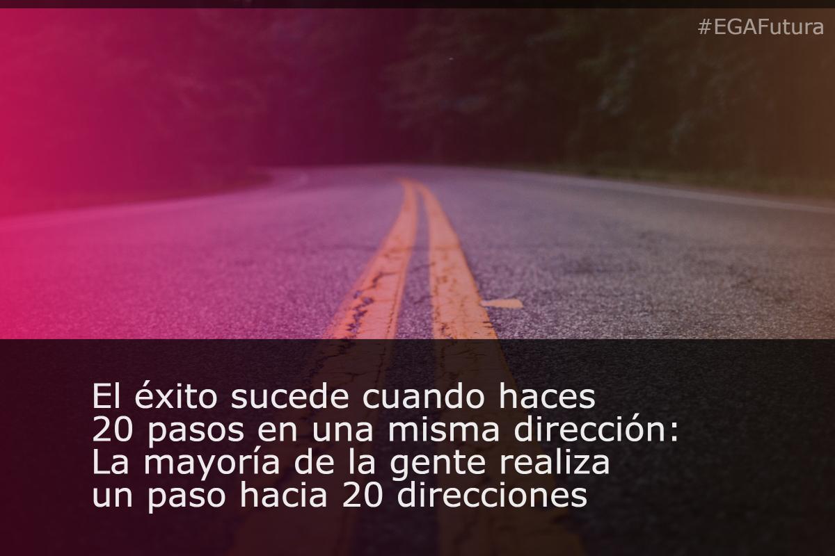 El éxito sucede cuando haces 20 pasos en una misma dirección: La mayoría de la gente realiza un paso hacia 20 direcciones