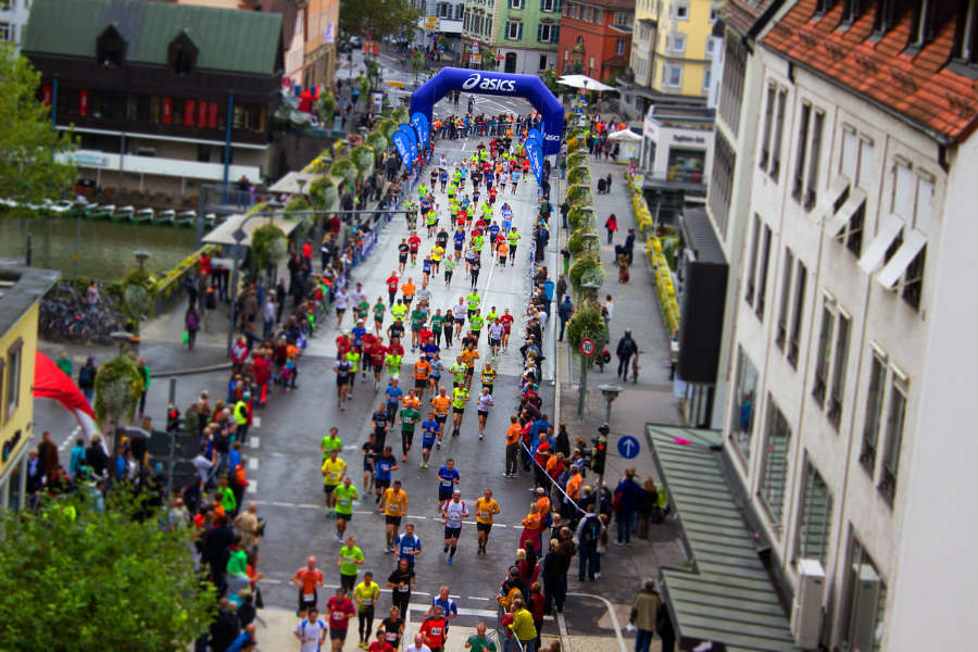 people running in a marathon