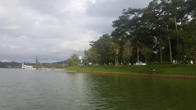 Ho Xuan Huong lake