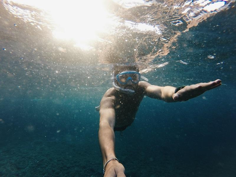 snorkelling in mirissa