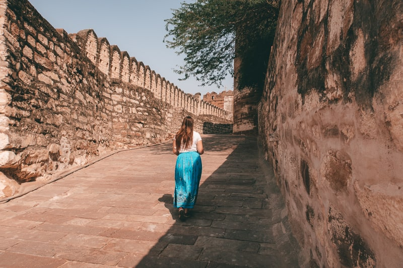 walking to Mehrangarh fort