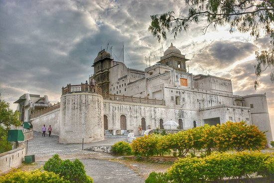 12 Awesome Places To Visit In Udaipur In 2 Days [Complete 2019 Guide