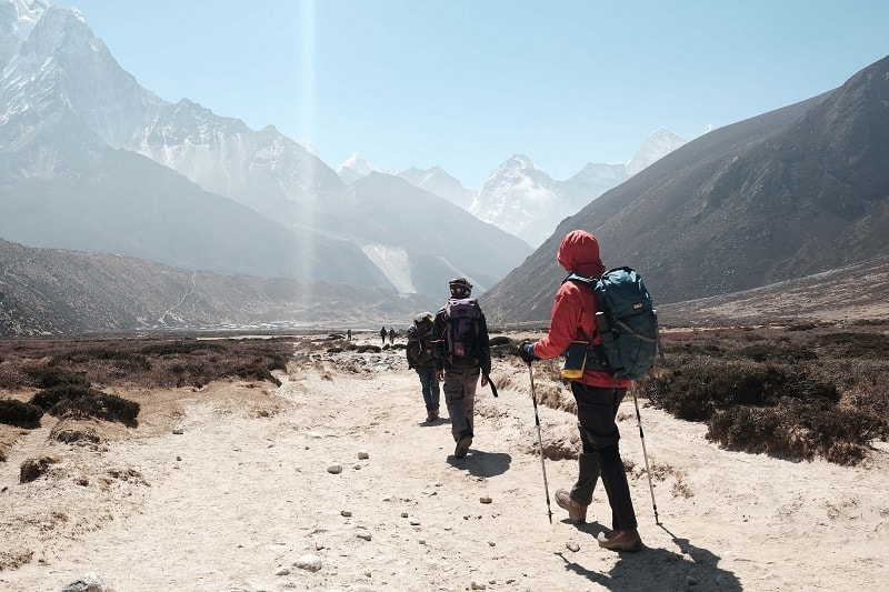 walking to everest base camp
