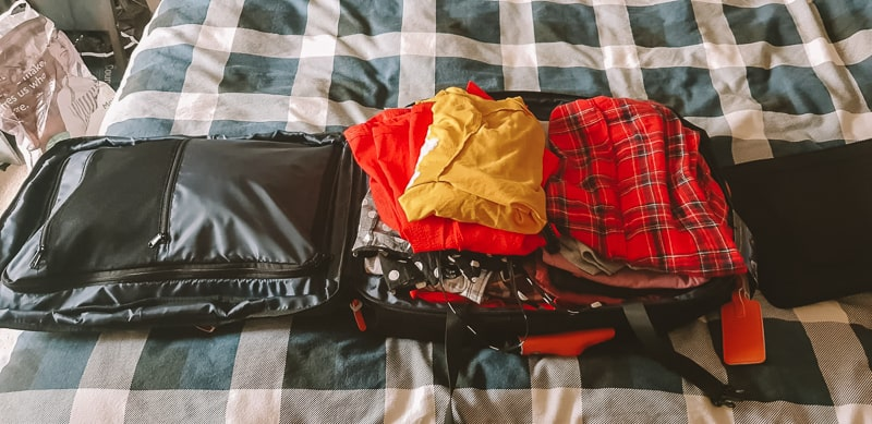 10 days worth of clothes incarry on backpack