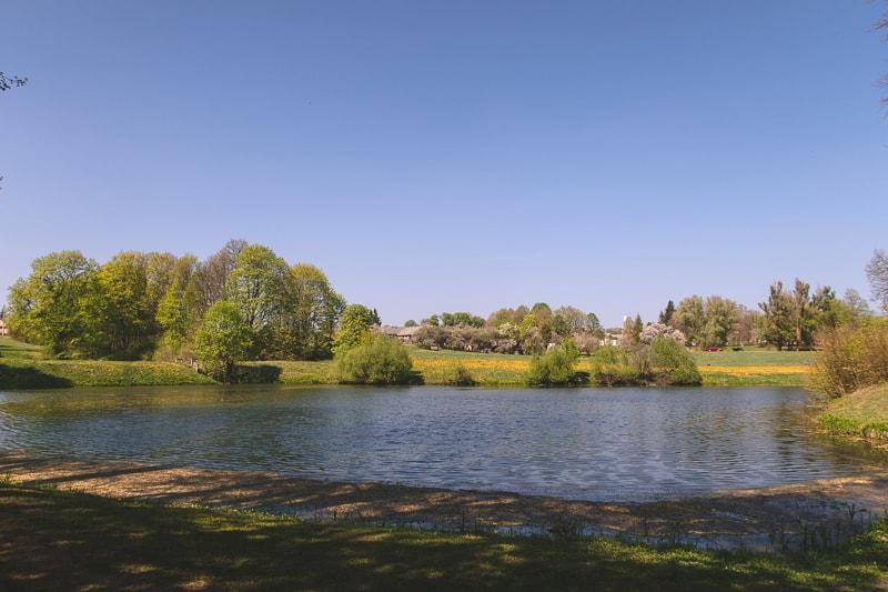 lake at raudane castle
