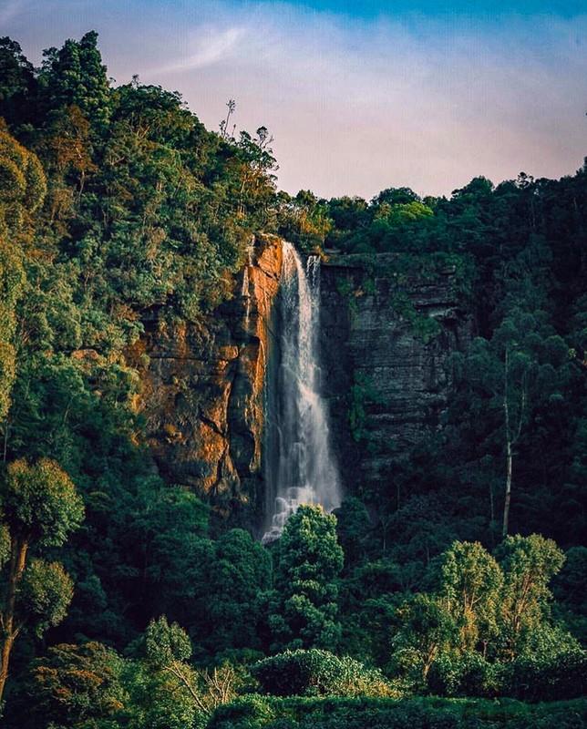 Lovers Leap Waterfall, Nuwara Eilya