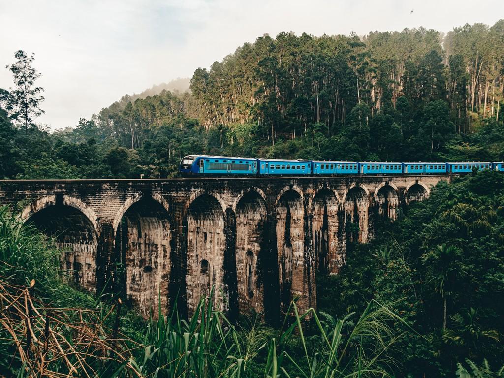 train at nine arch bridge in ella