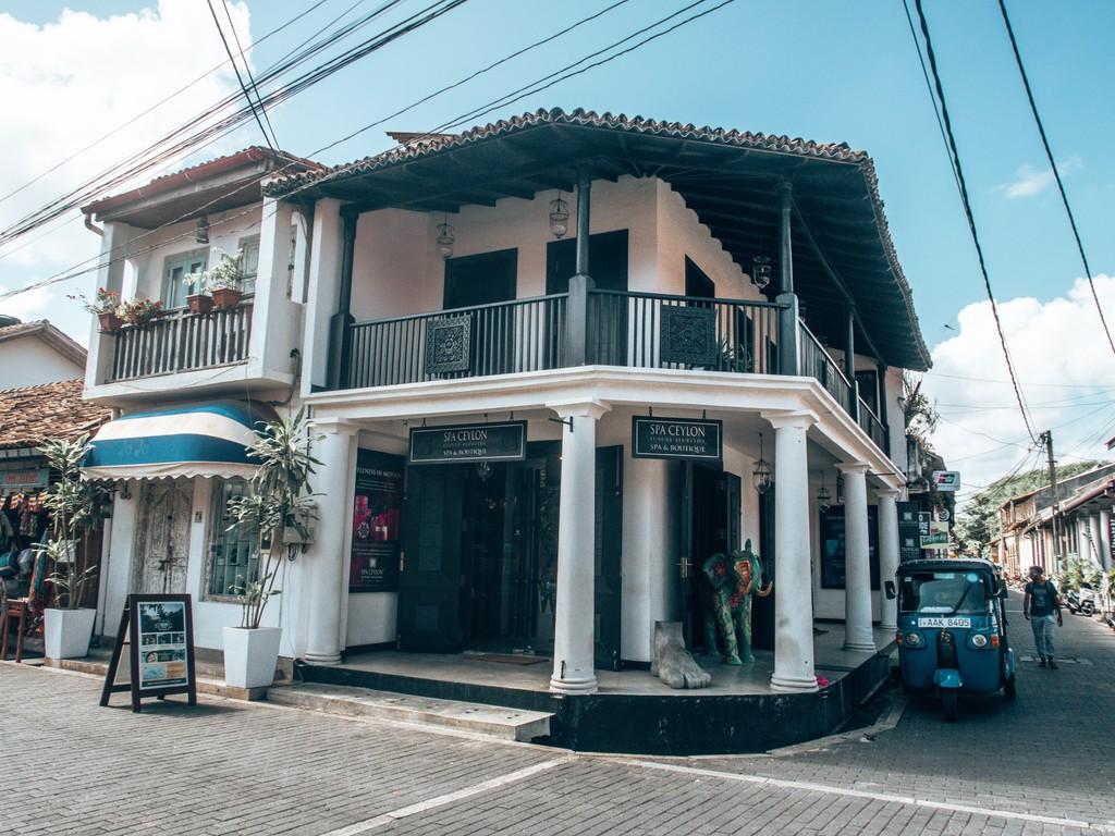shops in unawatuna