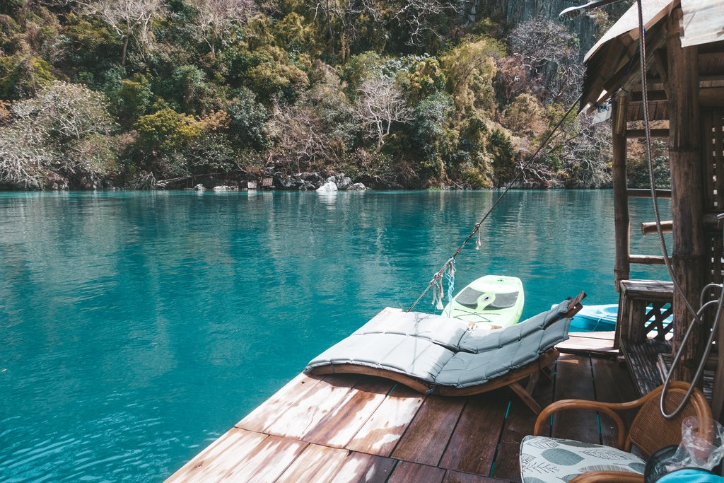 relax at paolyn houseboat