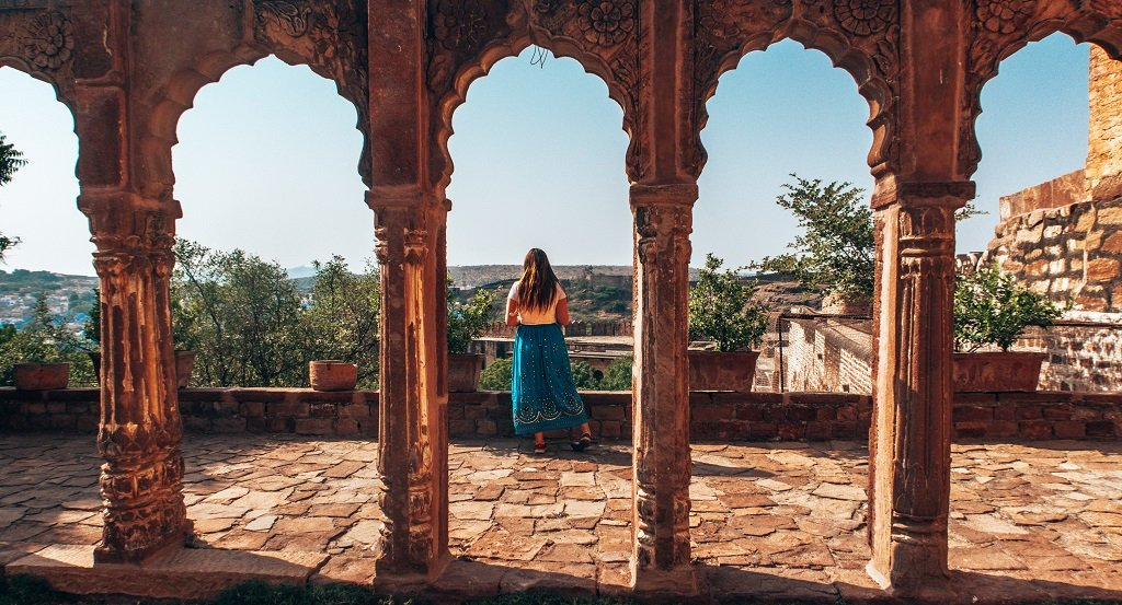 female tourist India dress code