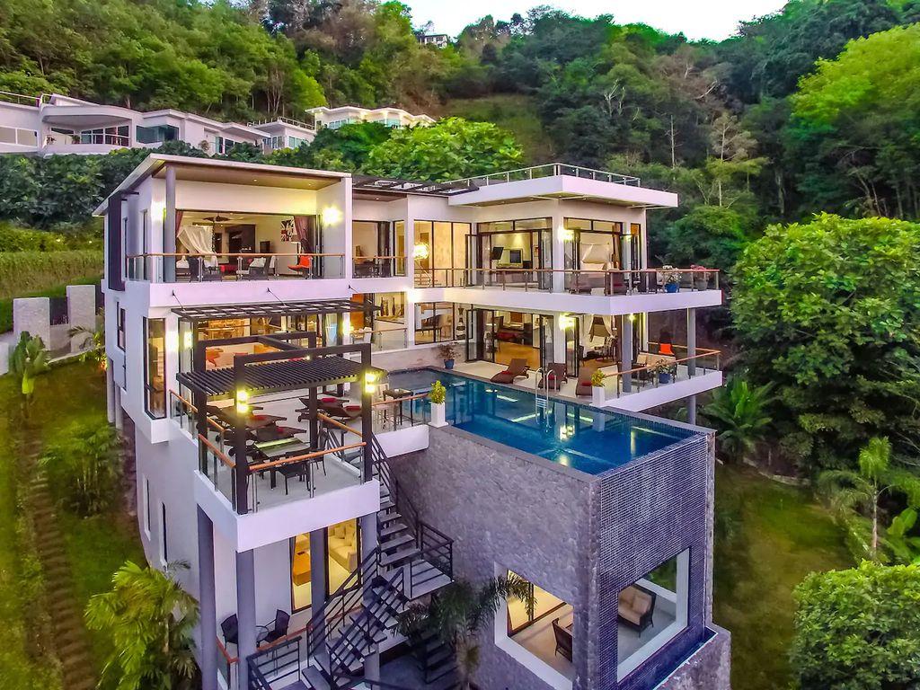 Grand villa luxury time