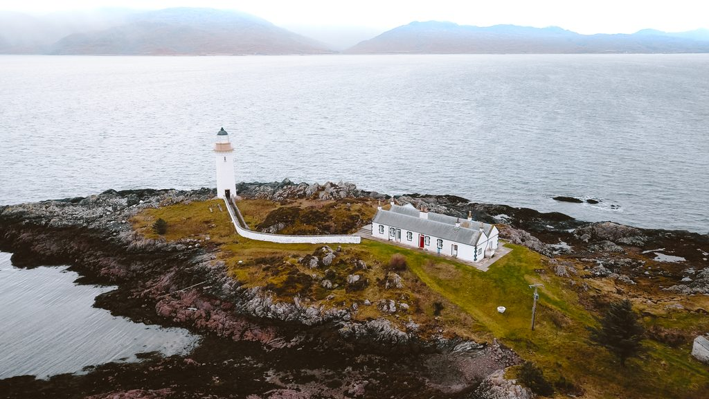 stay on a lighthouse in scotland