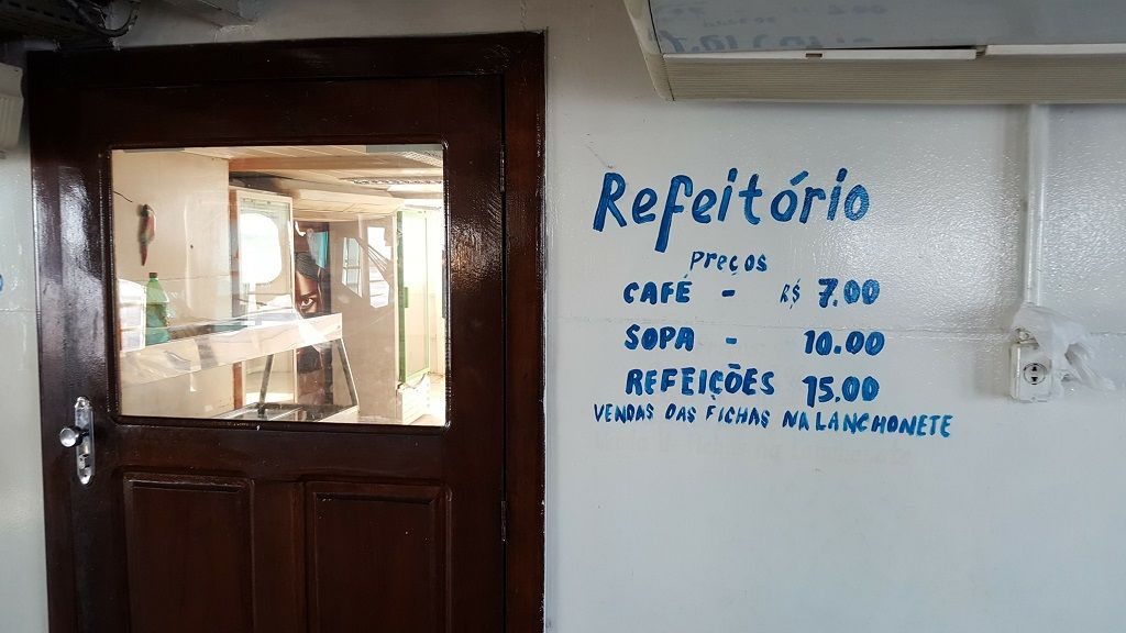 amazon river boat cruise cafe