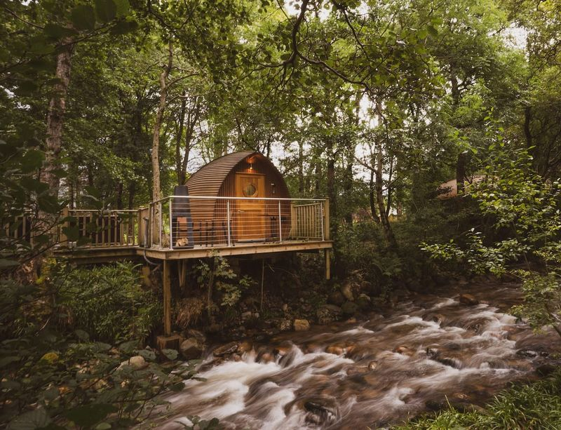 Romantic Lodge Hotel with hot tub in Scotland