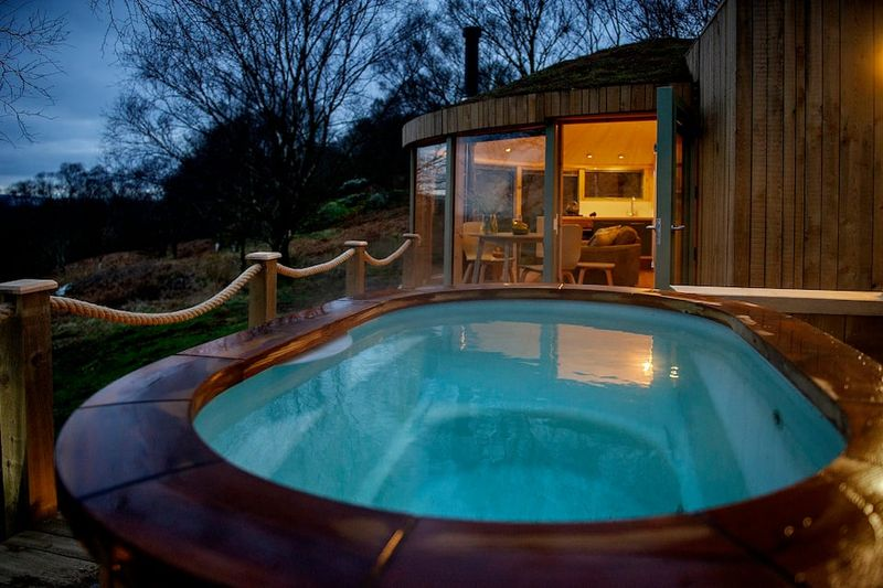 Roundhouse and Hot Tub Airbnb in Scotland