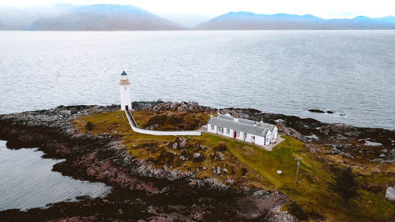 eilean sinnoach lighthouse accomodation on the isle of skye