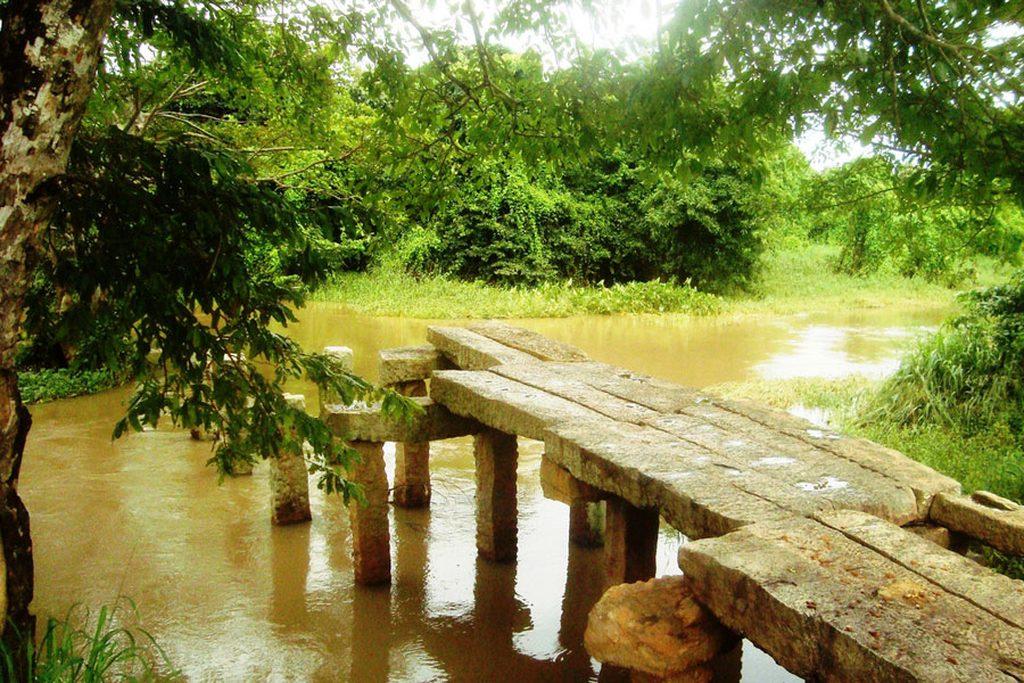 Gal Palama Stone Bridge
