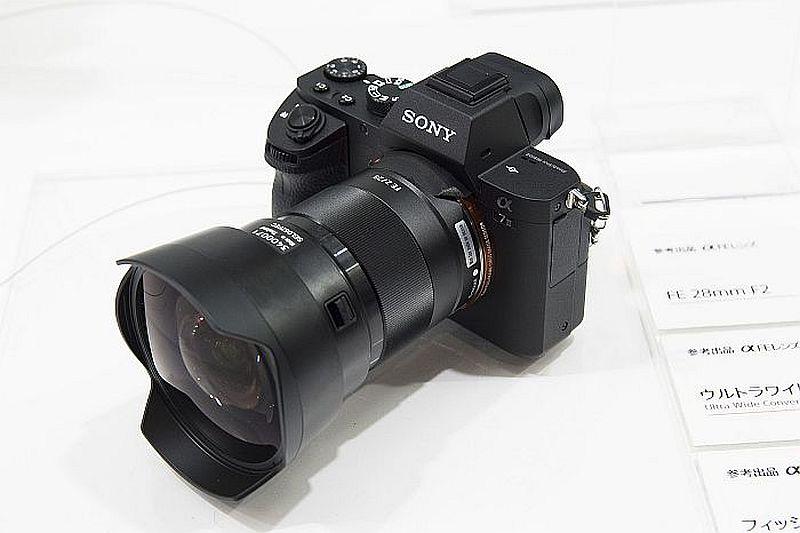 Sony FE 28mm F2.0 lens