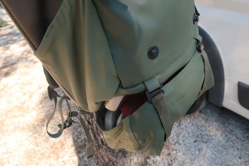 Kangaroo pocket under Shell backpack