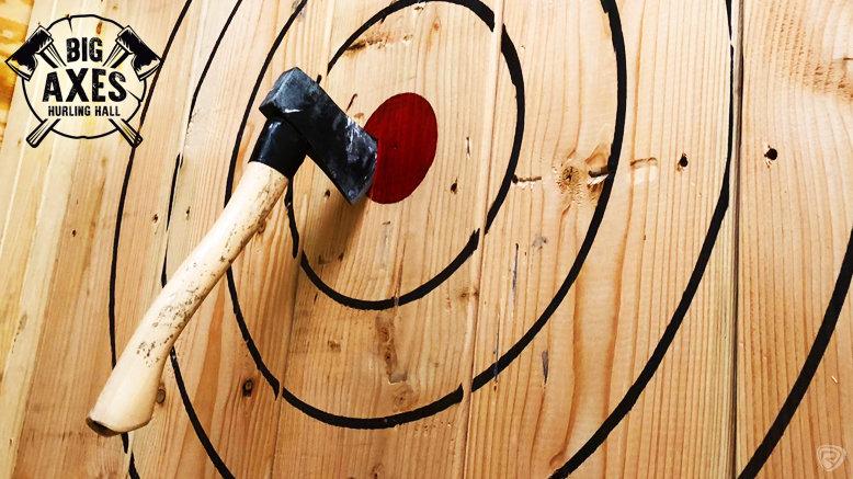 axe throwing target bullseye