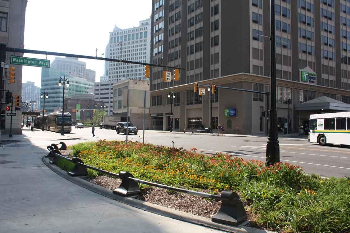Diseños Ornamental Iron Detroit Custom Made downtown garden rails