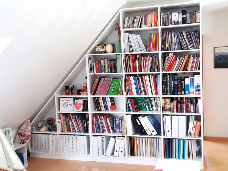 Bibliothèque sous pente sur mesure