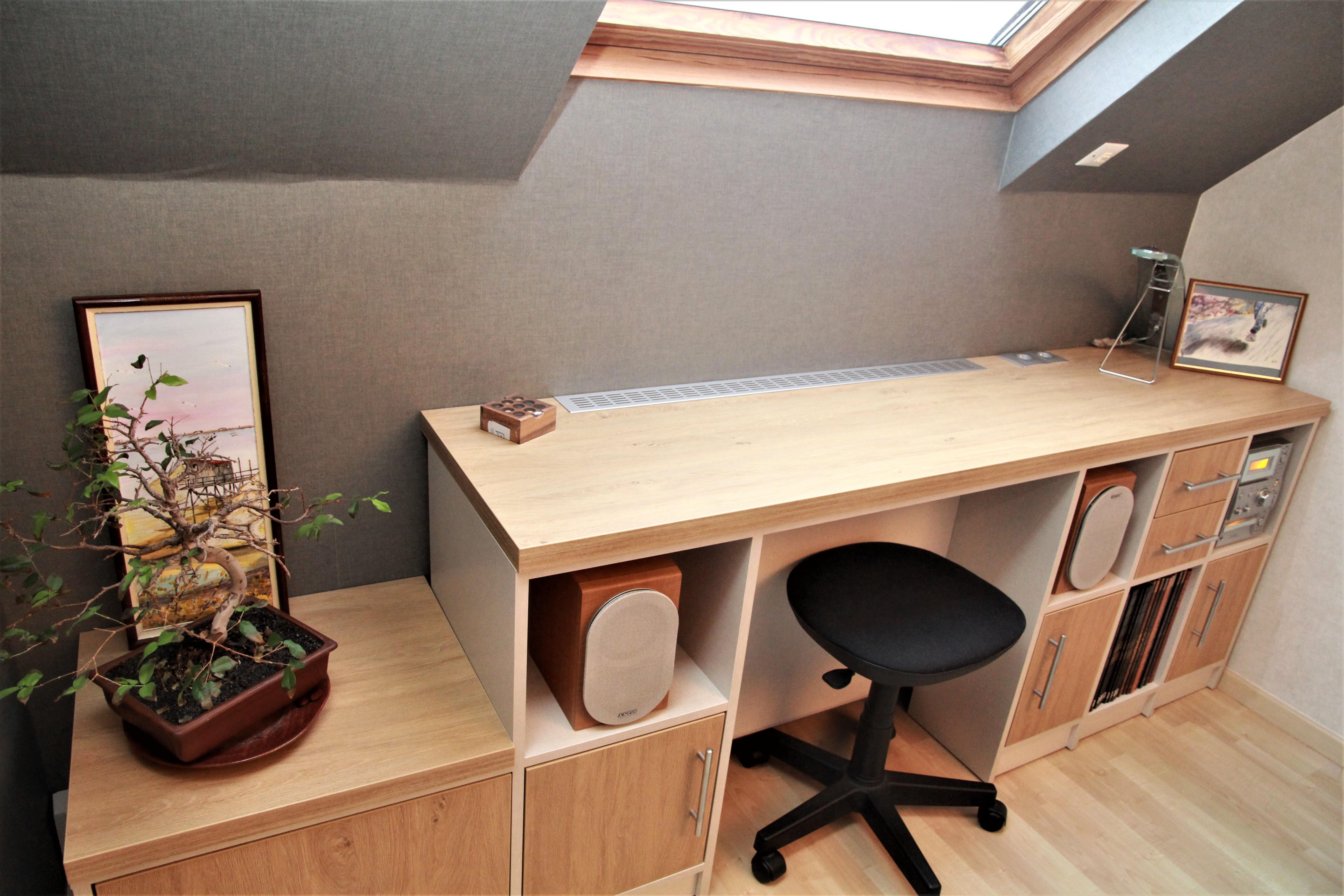 Bureau gain de place bois clair