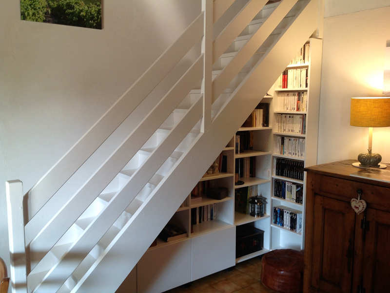 Meuble sous escalier gris